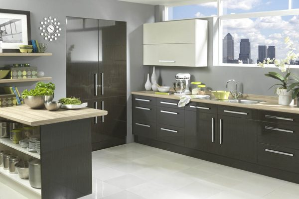18.0 Vienna - High Gloss Black Washed Oak & Cream
